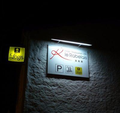 creation Enseigne panneau eclaire avec rampe lumineuse - guyonnet publicite fontenay le comte vendee 85