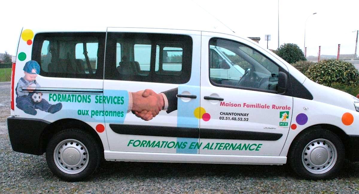 marquage vehicule maison famille rurale guyonnet publicite fontenay le comte vendee