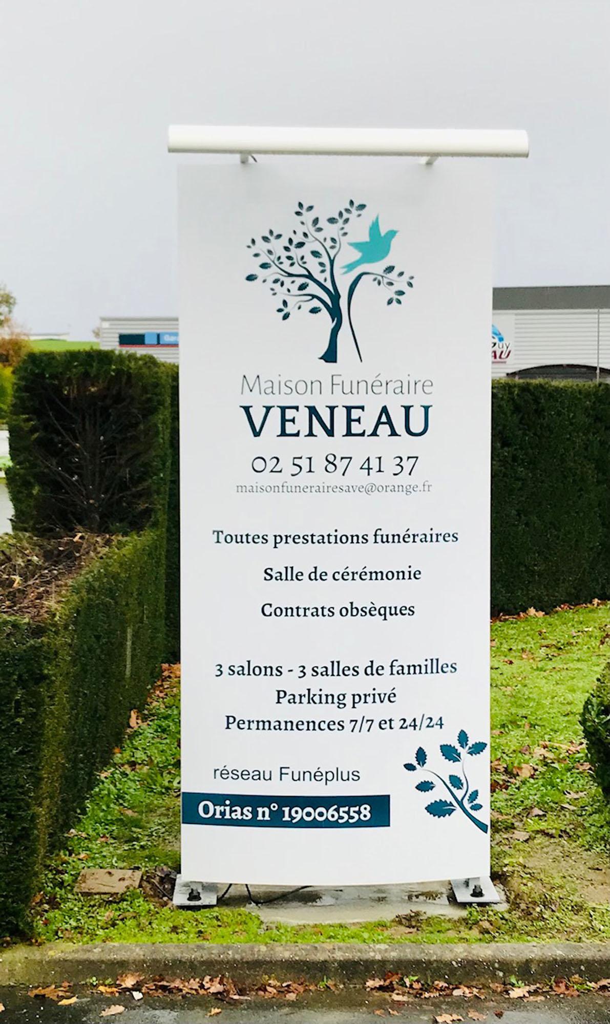 Totem Maison Funeraire Veneau - Guyonnet Publicite Fontenay le Comte